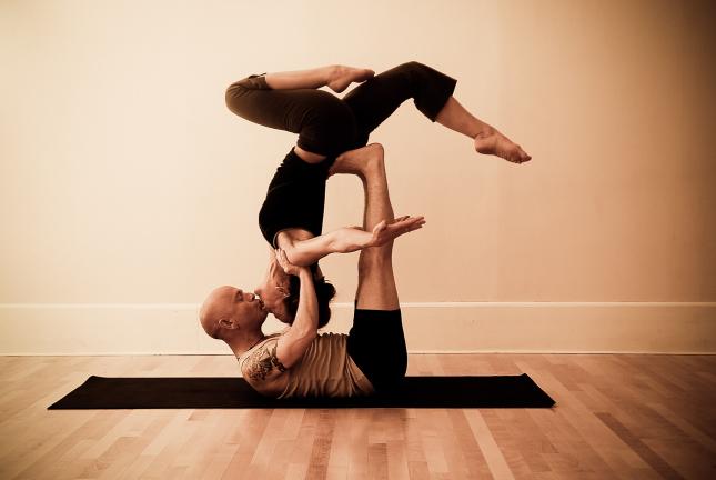 Йога в паре, это как?!)